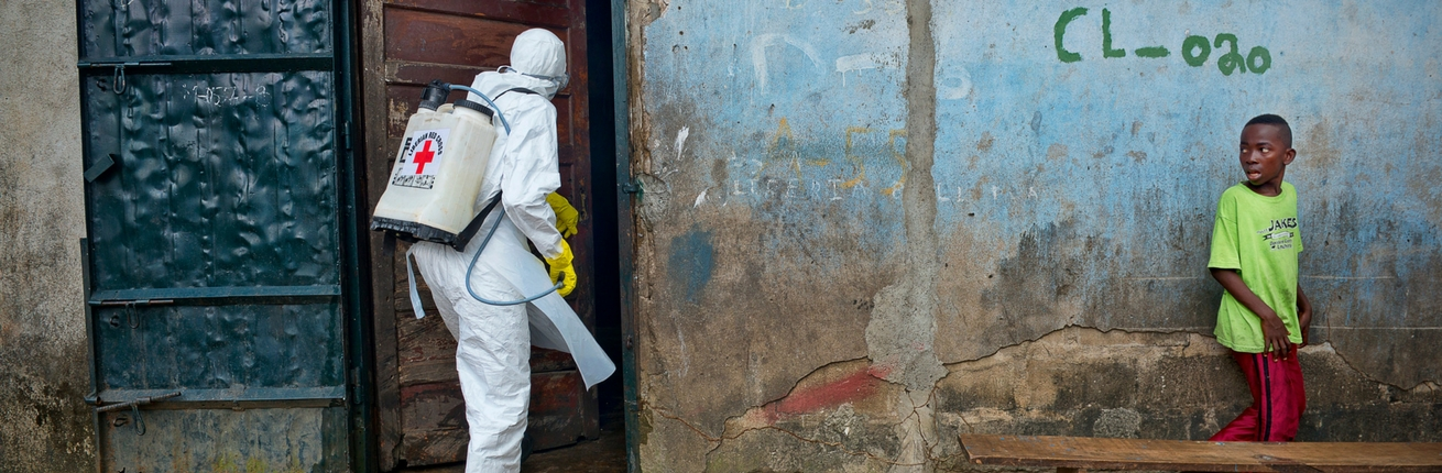 Onderzoek: door inzet Rode Kruis tienduizend extra ebola-gevallen voorkomen