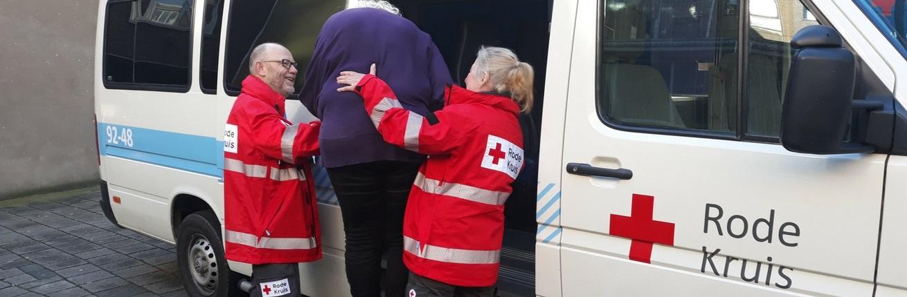 Rode-Kruis-Rotterdam-Rijnmond-helpt-bij-vervoer-patienten