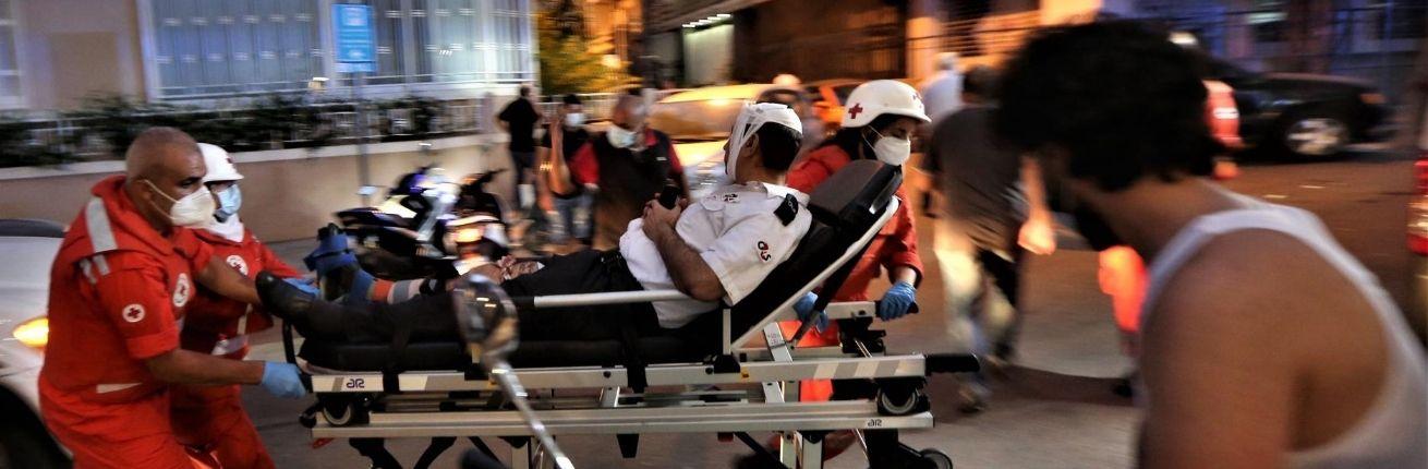 Rode Kruis hulpverleners meteen ter plaatse na explosie Beiroet