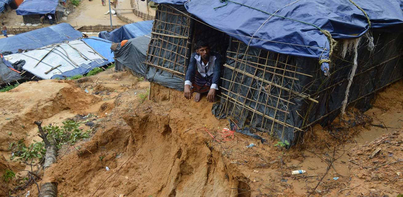 Man in opvangkamp in Cox's Bazar, Bangladesh