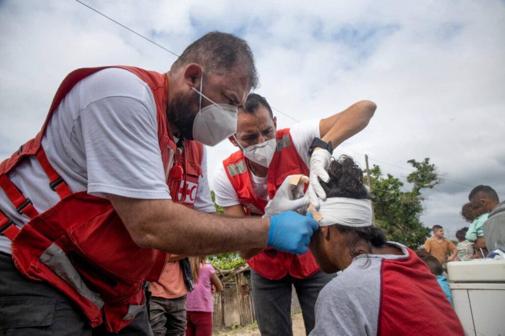 rode kruis biedt hulp na ramp