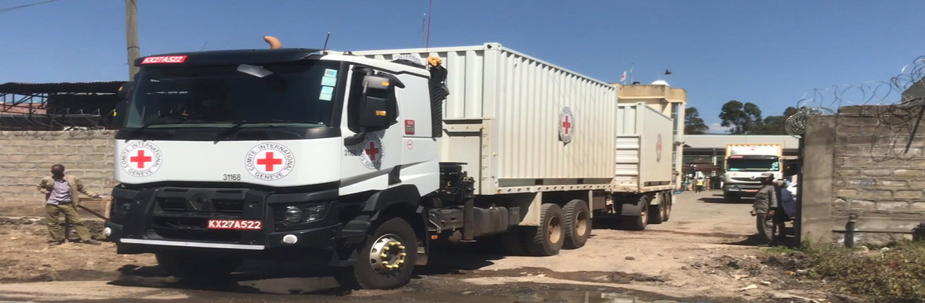 vrachtwagen rode kruis mekkele