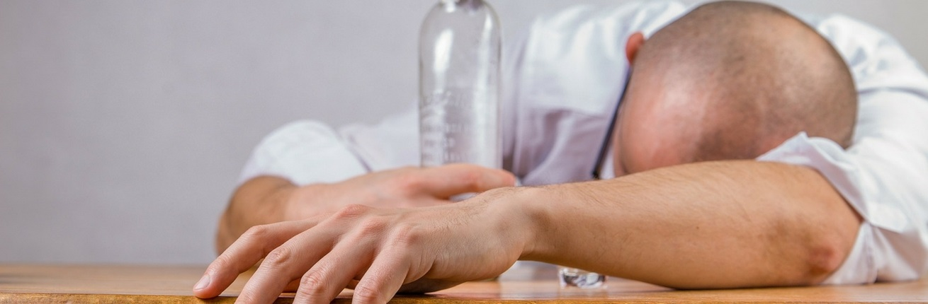 wat doe je bij een alcoholvergiftiging