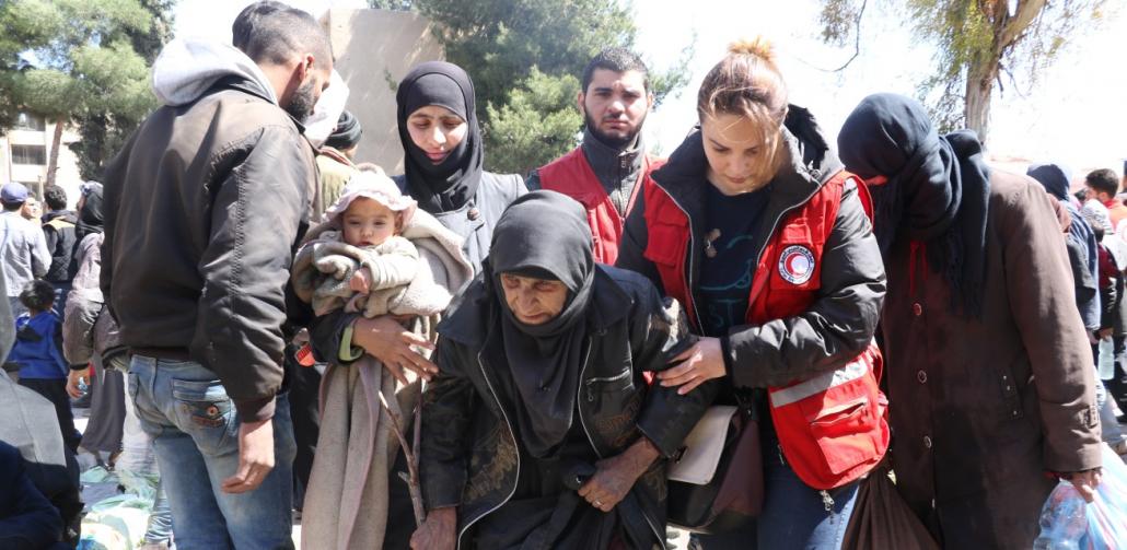 rode-kruis-helpt-vluchtelingen-in-syrie