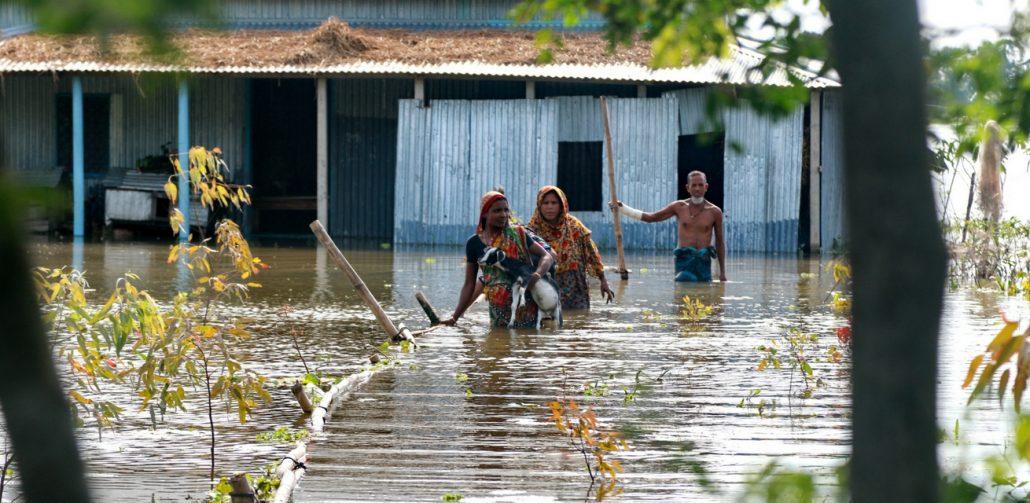 slachtoffers-overstromingen-zuid-azie-rode-kruis-noodhulp-banner-1030x503-1