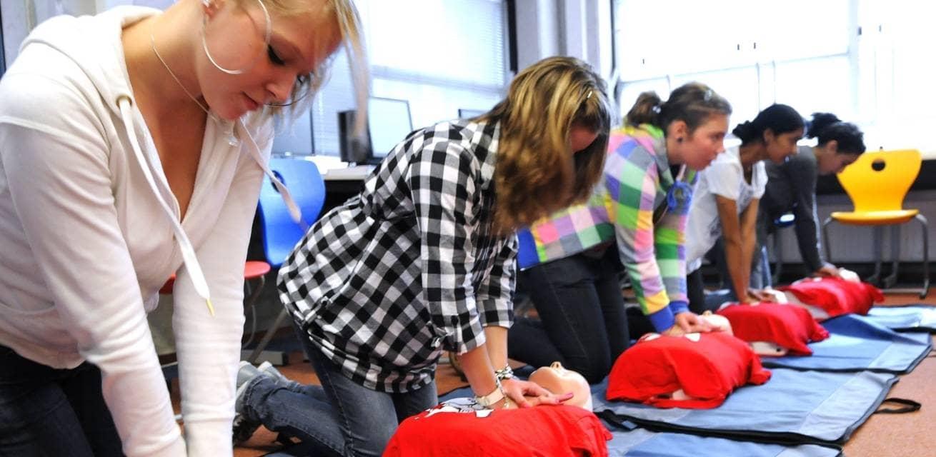 EHBO diploma behalen voortgezet onderwijs Rode Kruis
