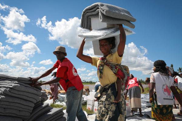 hulpverleners rode kruis mozambique