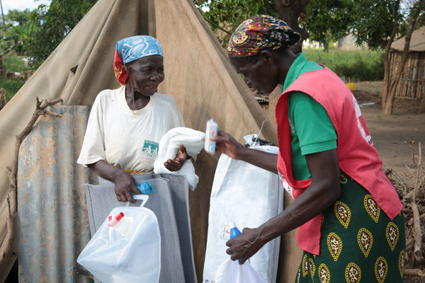 rode kruis hulpverlener mozambique