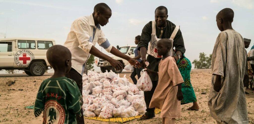 rode kruis hulpverleners nigeria afrika