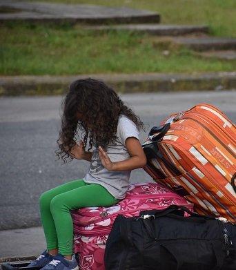 meisje venezuela op de vlucht