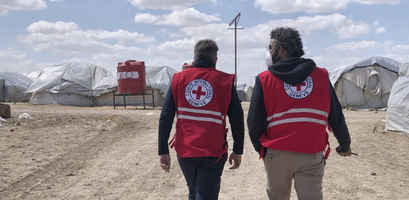 Hulpverleners in kamp Al Hol in Syrië Rode Kruis