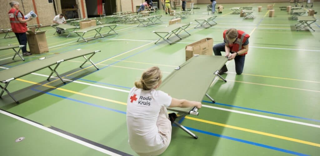 In Baarlo wordt een noodopvang ingericht door hulpverleners Rode Kruis