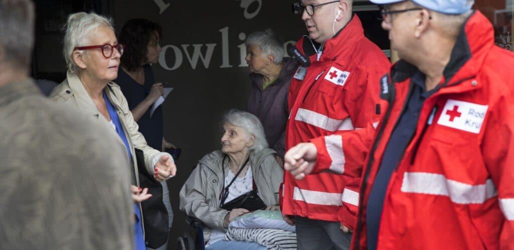 Rode Kruis helpt bij het opvangen van bewoners van een verzorgingstehuis in Limburg