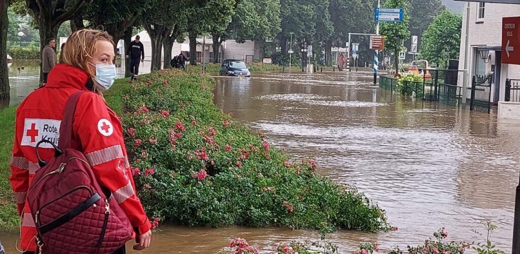 in limburg helpt het Rode Kruis bij wateroverlast