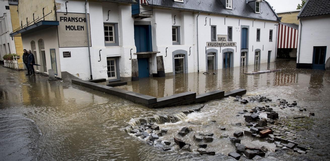 wateroverlast in limburg hulp Rode Kruis