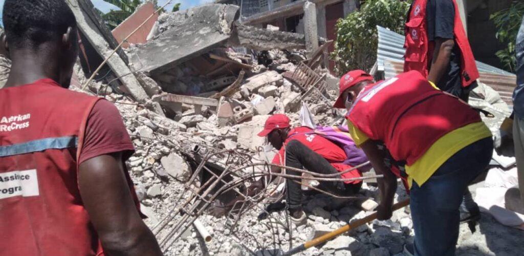aardbeving Haïti Rode Kruis helpt met zoeken naar vermisten