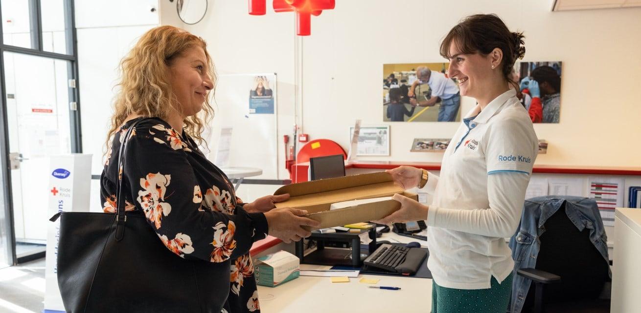 Leyla werkt samen met het Rode Kruis